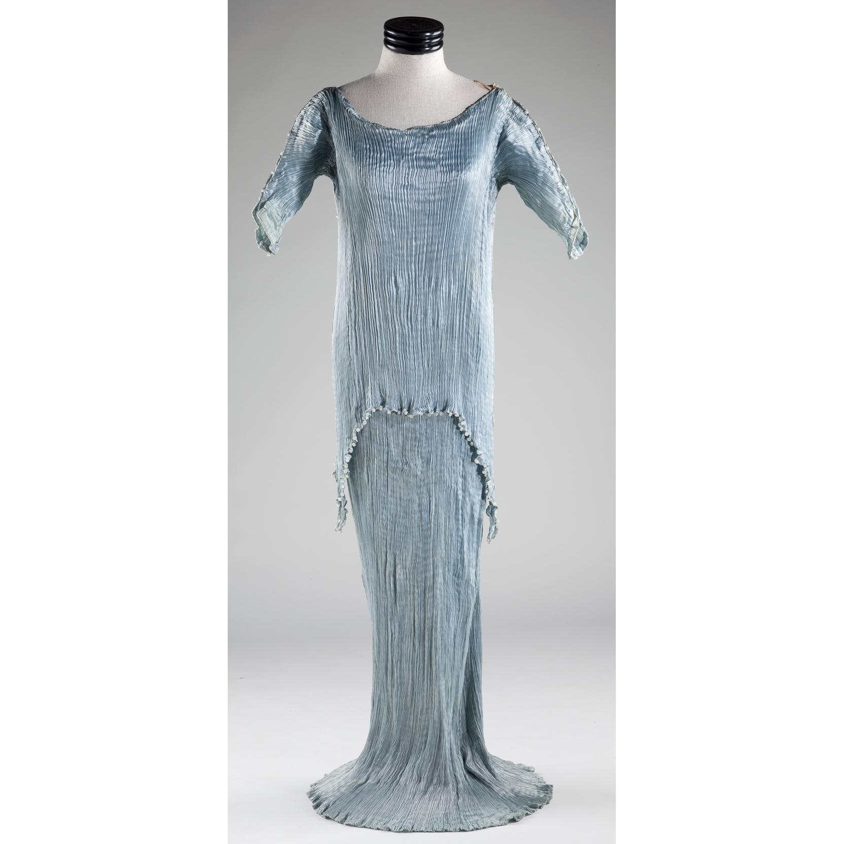 mariano-fortuny-silk-delphos-tea-gown