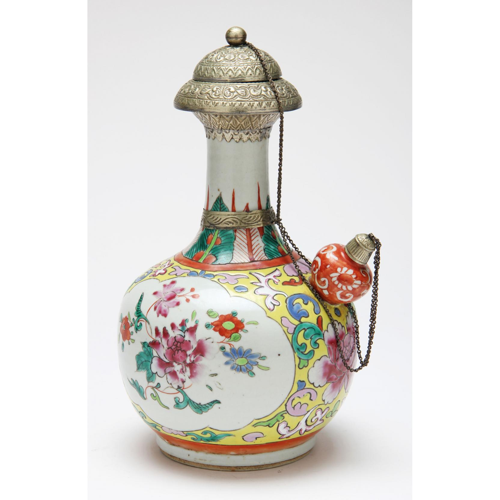 chinese-porcelain-famille-rose-kendi