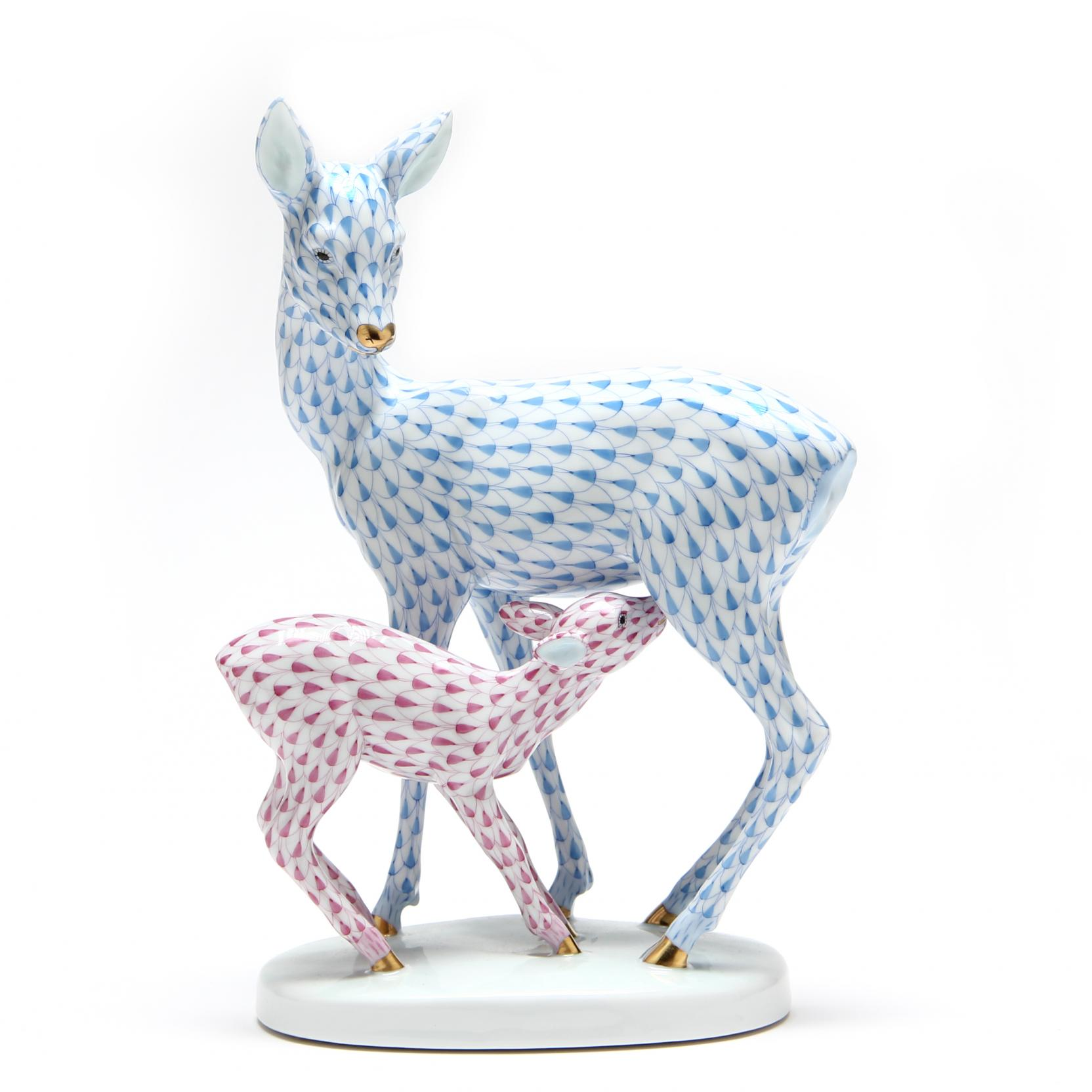herend-figurine-of-a-nursing-deer-with-fawn