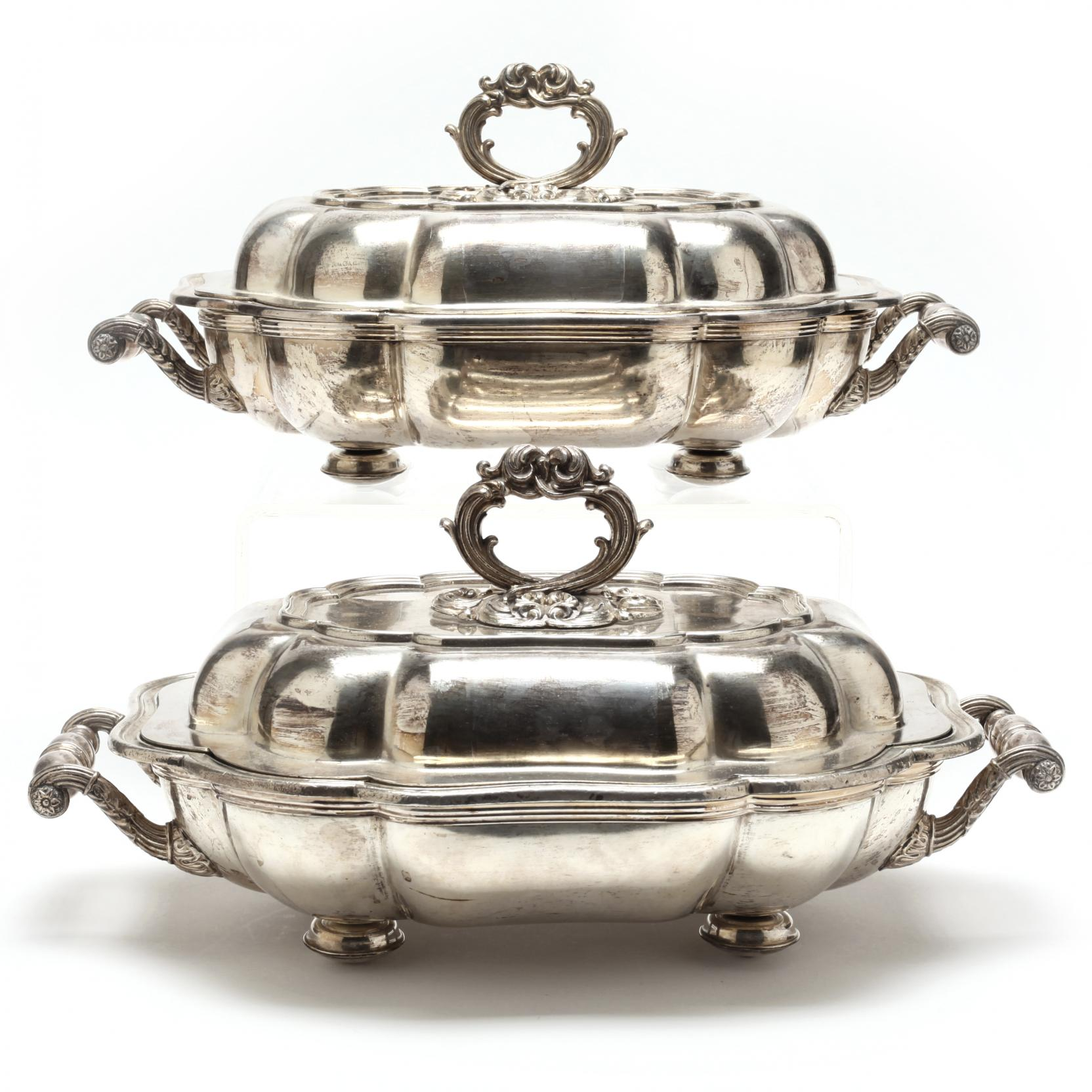 a-pair-of-19th-century-english-silverplate-entree-dishes-with-covers
