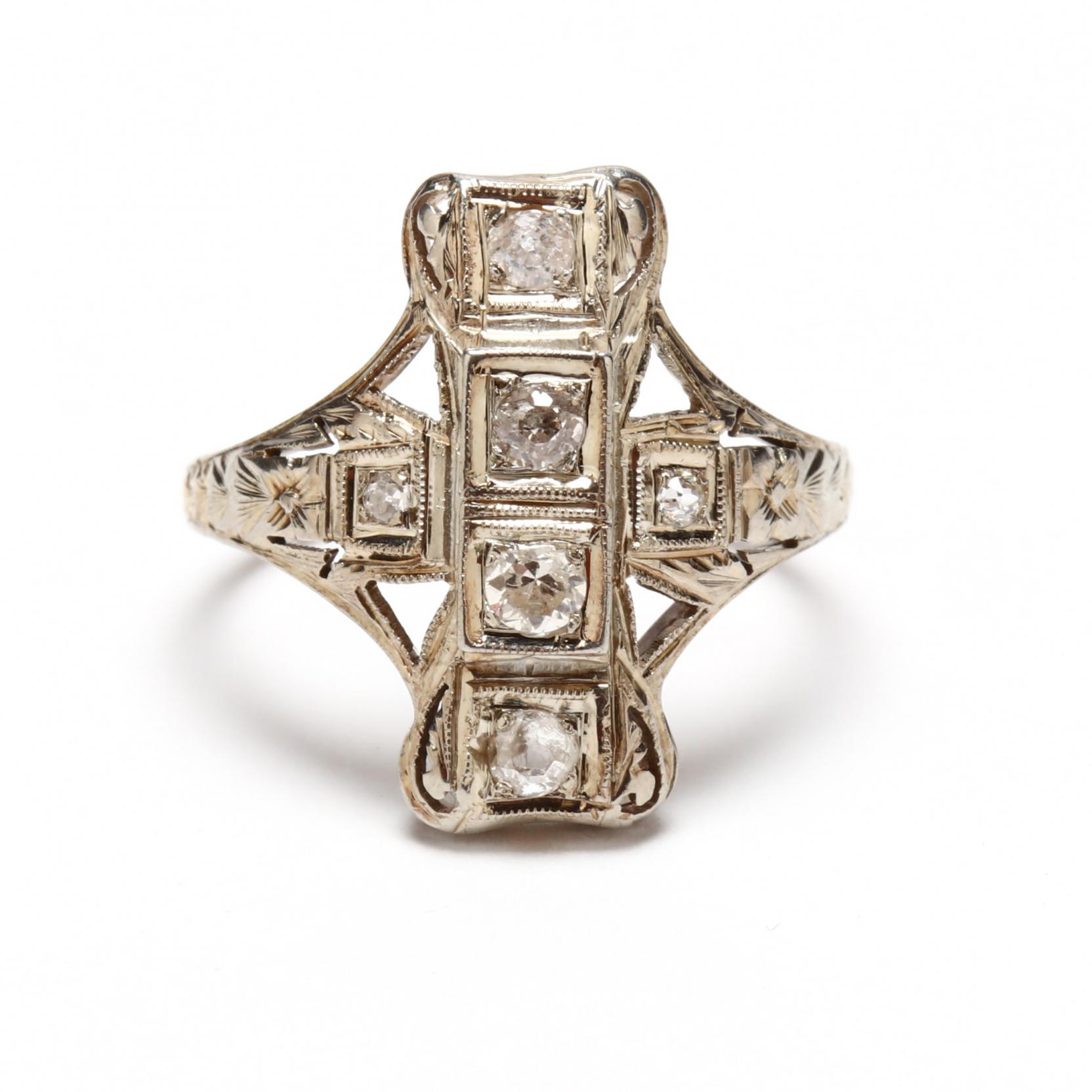 antique-18kt-white-gold-and-diamond-ring