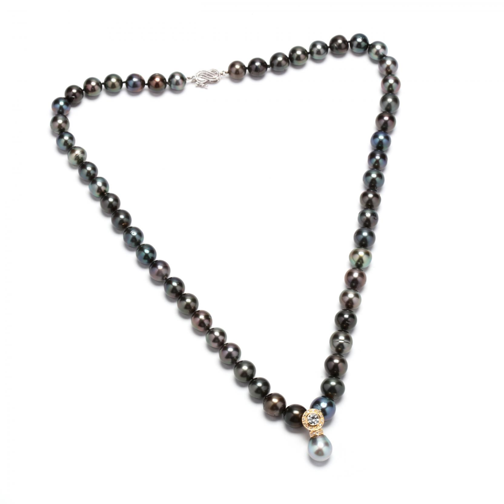 tahitian-pearl-necklace-with-diamond-set-enhancer