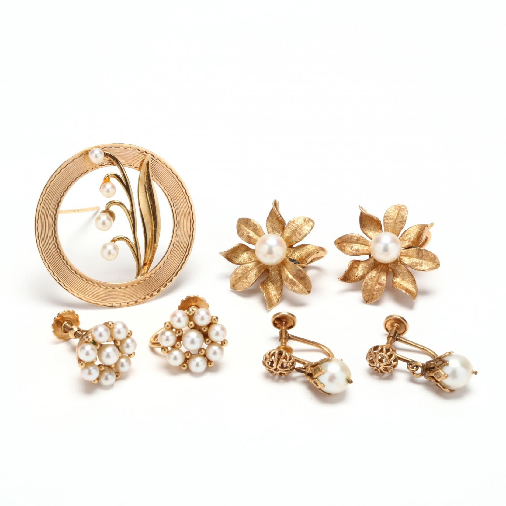 group-of-gold-and-pearl-jewelry