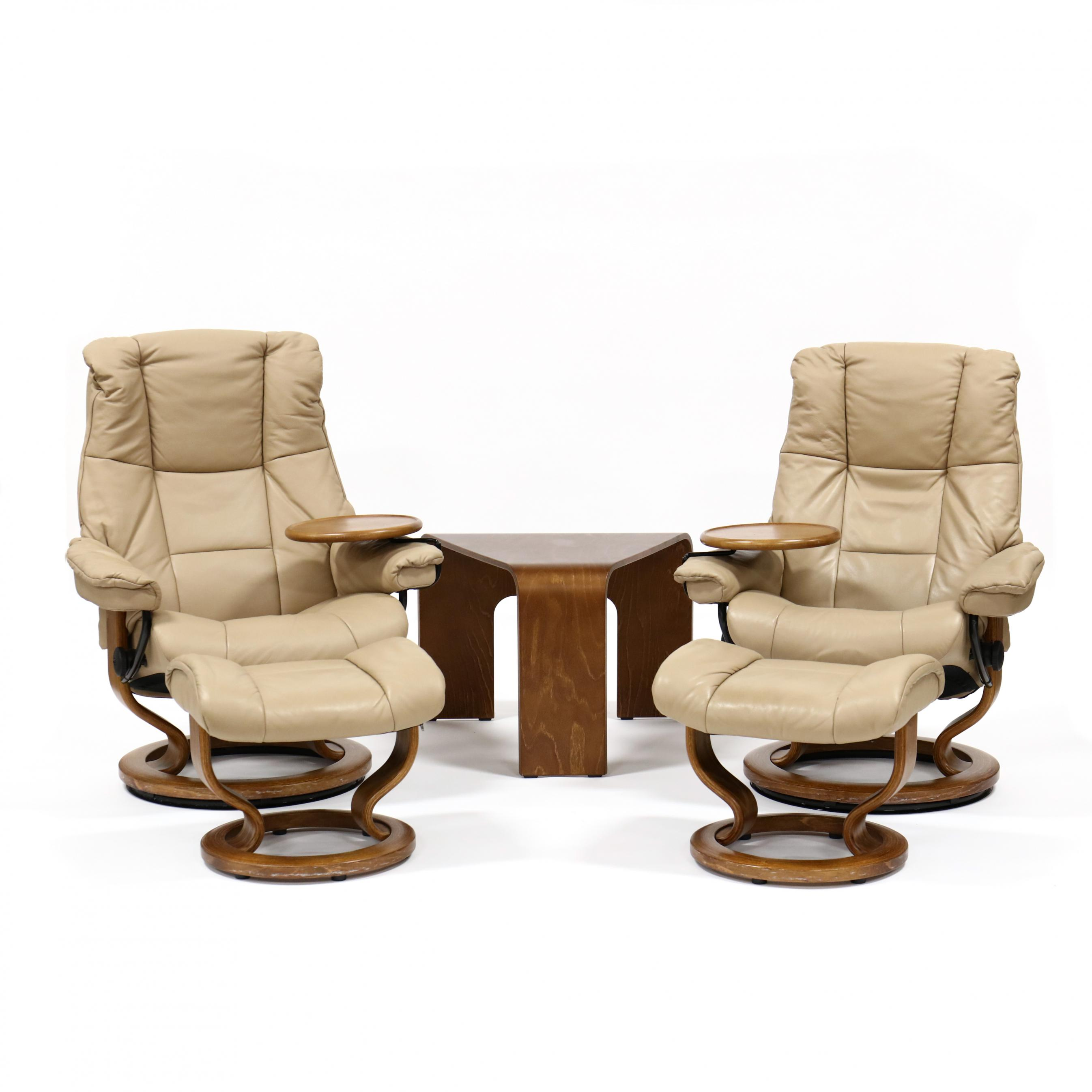 ekornes-pair-of-stressless-leather-chairs-ottomans-and-table