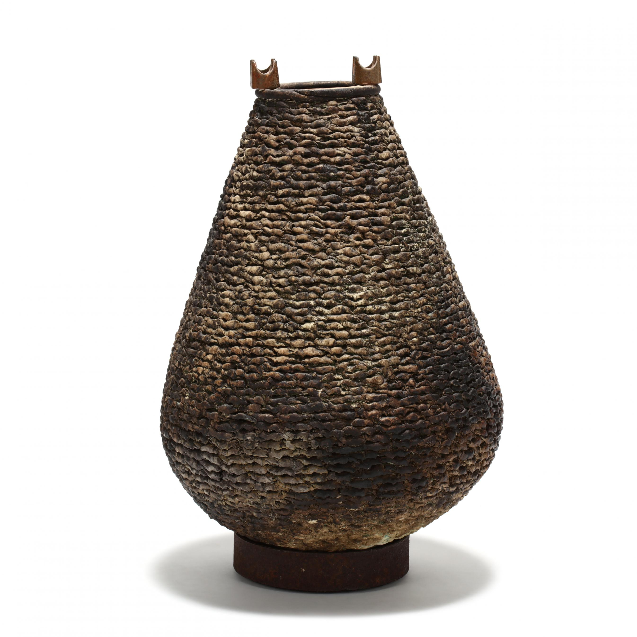 modern-coil-pot-on-stand