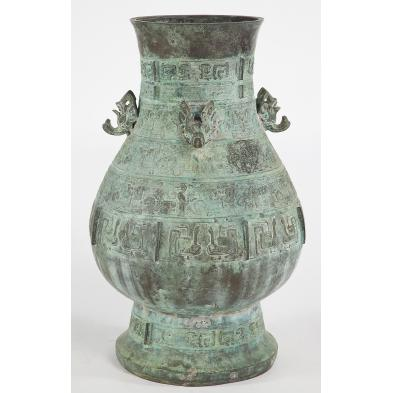 large-chinese-bronze-vessel