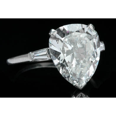 platinum-and-pear-shaped-diamond-ring