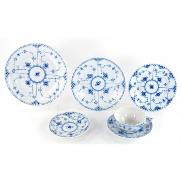 royal-copenhagen-blue-onion-tea-set