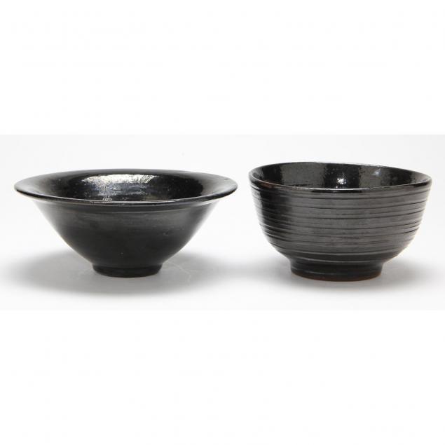 two-jugtown-mirror-black-bowls
