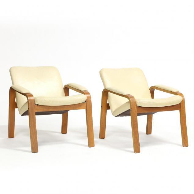 ekornes-pair-of-club-chairs