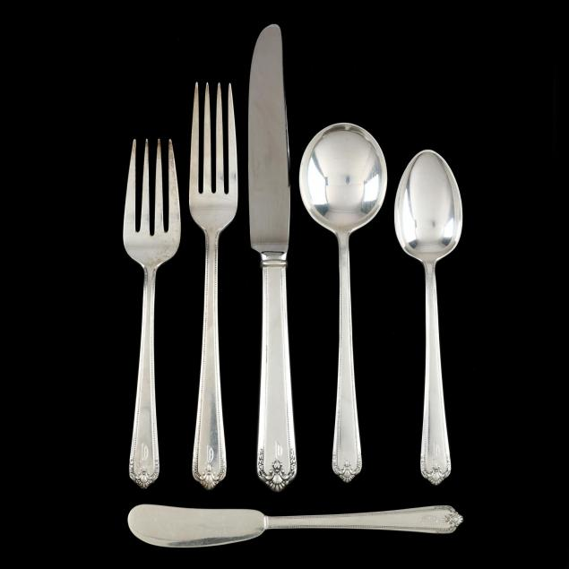 lunt-colonial-manor-sterling-silver-flatware-set