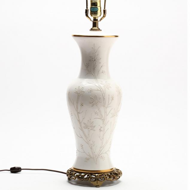tyndale-blanc-de-chine-baluster-form-table-lamp