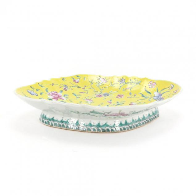 a-chinese-porcelain-enameled-platter