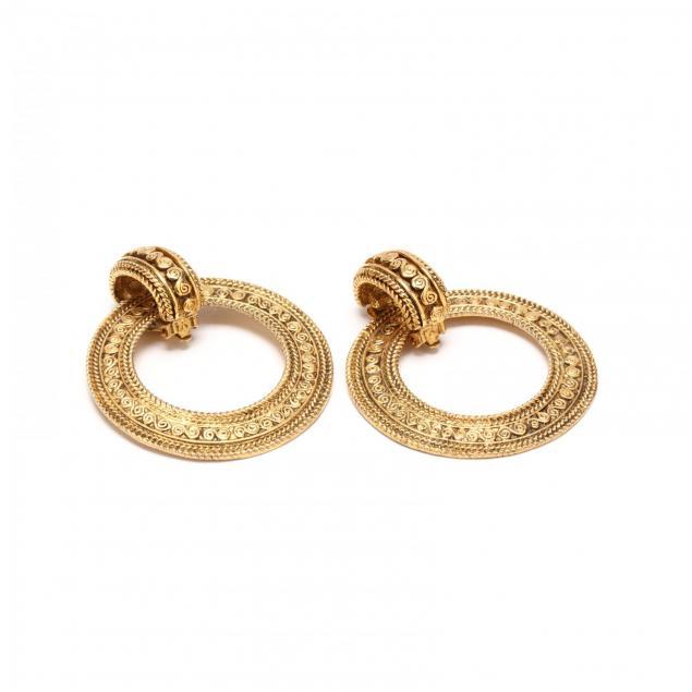 pair-of-hoop-earclips-chanel