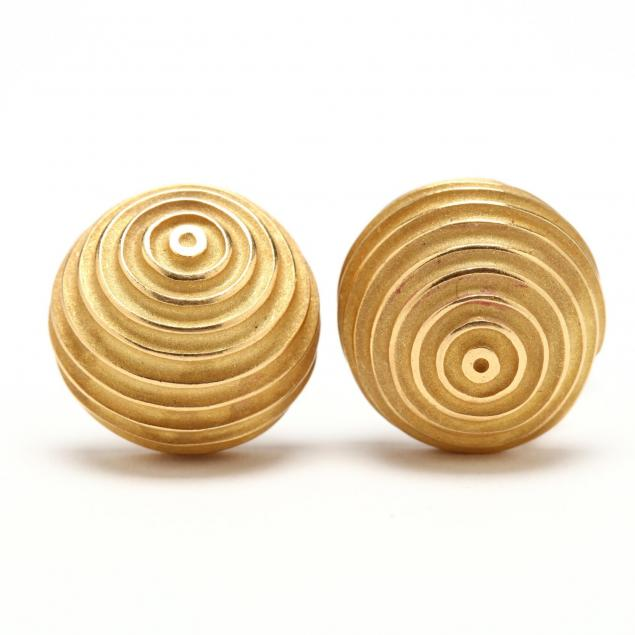 18kt-gold-ridged-dome-earrings-christopher-walling