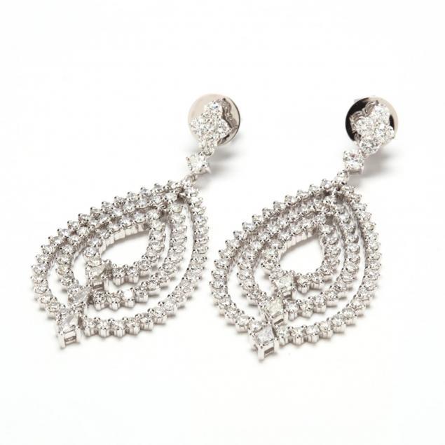 18kt-white-gold-diamond-pendant-earrings