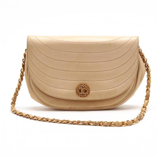 vintage-crescent-shoulder-bag-chanel