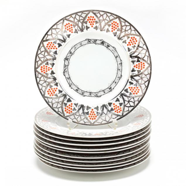 a-set-of-eleven-wedgwood-dinner-plates
