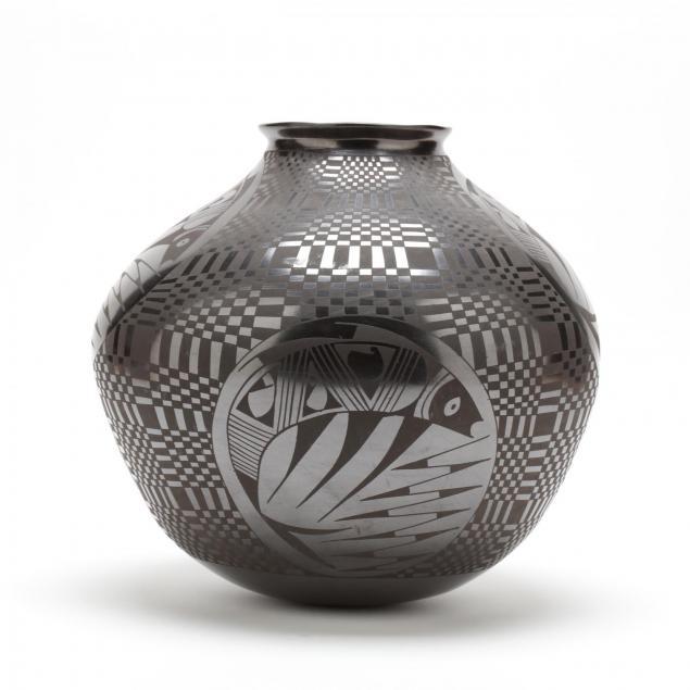 mata-ortiz-large-pottery-vessel-lucie-soto