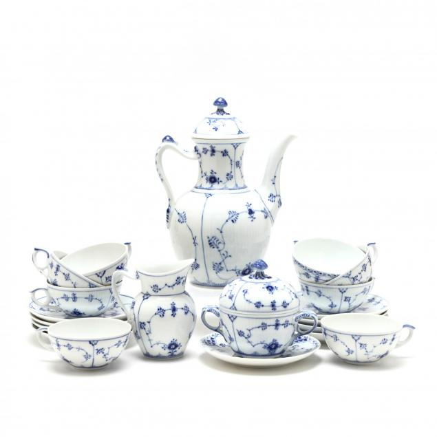royal-copenhagen-blue-onion-tea-set