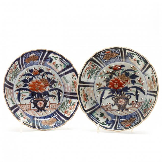 pair-of-antique-imari-porcelain-strawberry-bowls