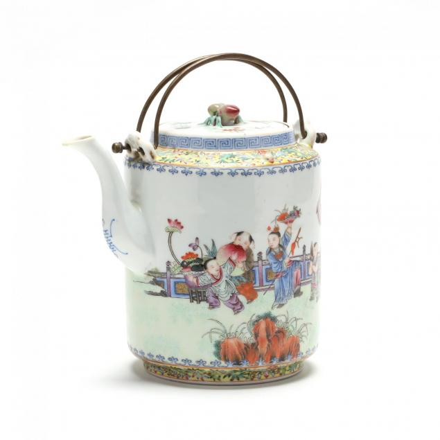 a-chinese-qing-dynasty-porcelain-teapot