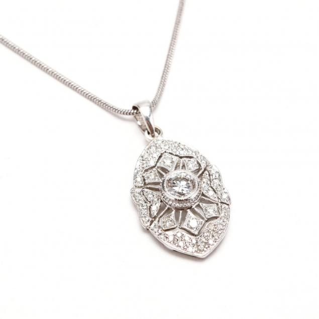 18kt-white-gold-and-diamond-pendant-necklace