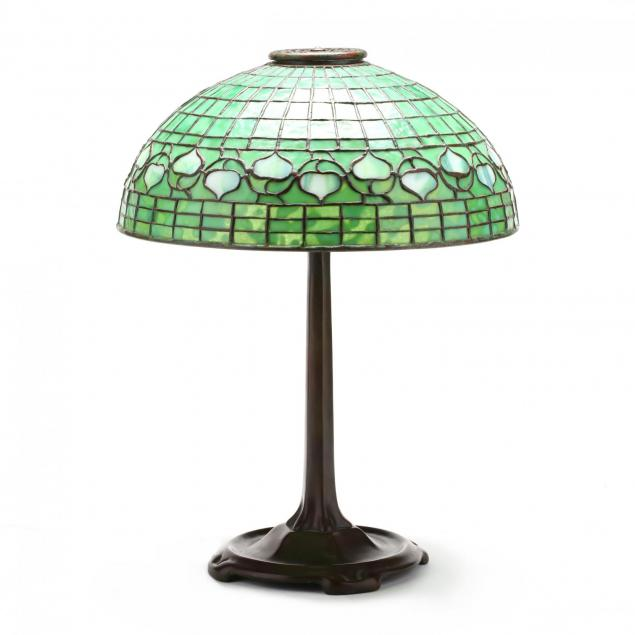 tiffany-studios-stained-glass-i-vine-i-pattern-table-lamp