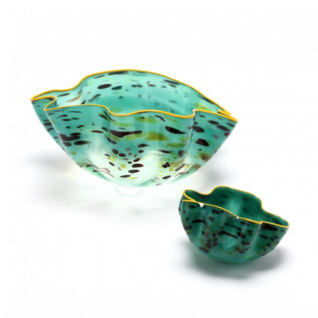 dale-chihuly-wa-b-1941-seagreen-macchia-seaform-two-piece-glass-sculpture