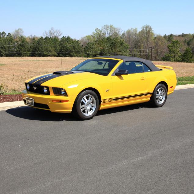 one-owner-2006-ford-mustang-gt-convertible