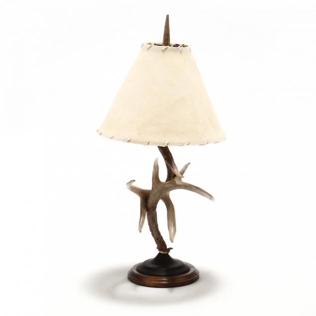 adirondack-style-antler-table-lamp