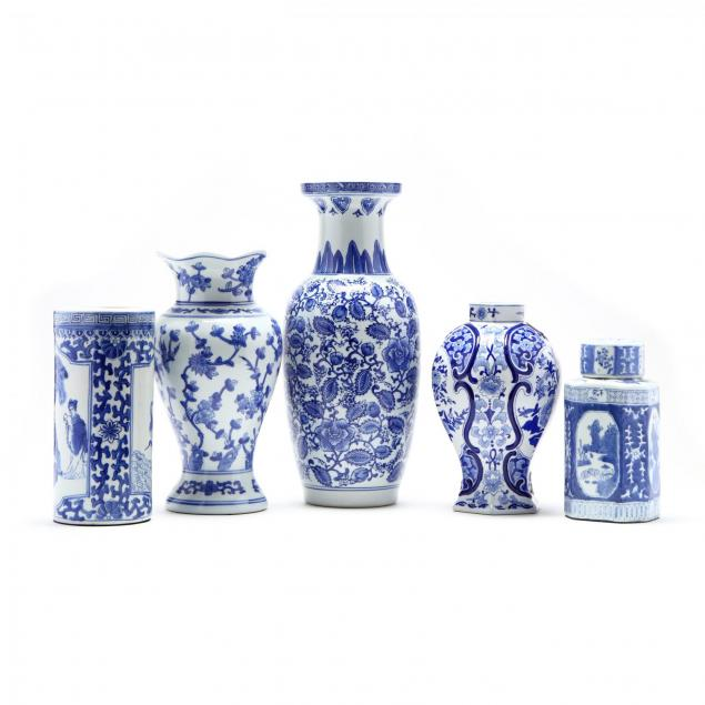 group-of-chinese-export-blue-and-white-vases