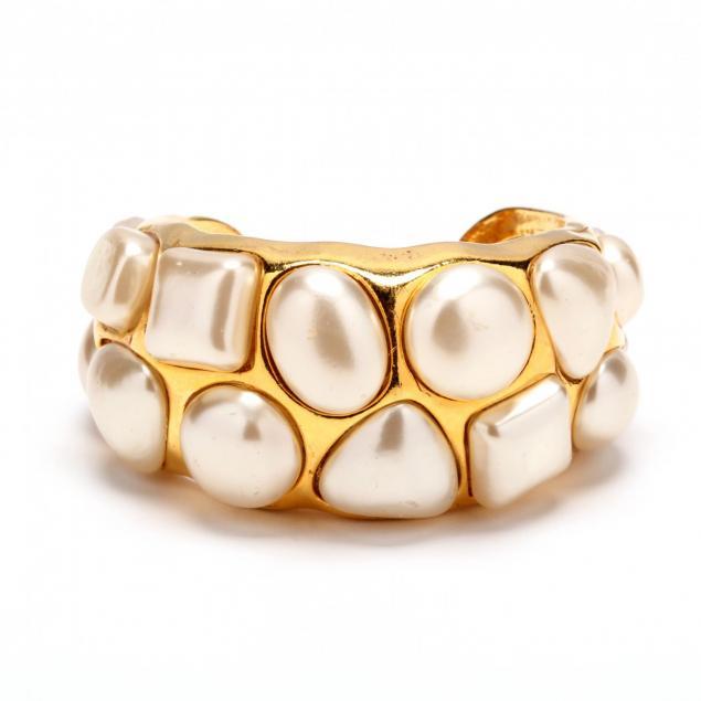 vintage-pearl-studded-cuff-bracelet-chanel