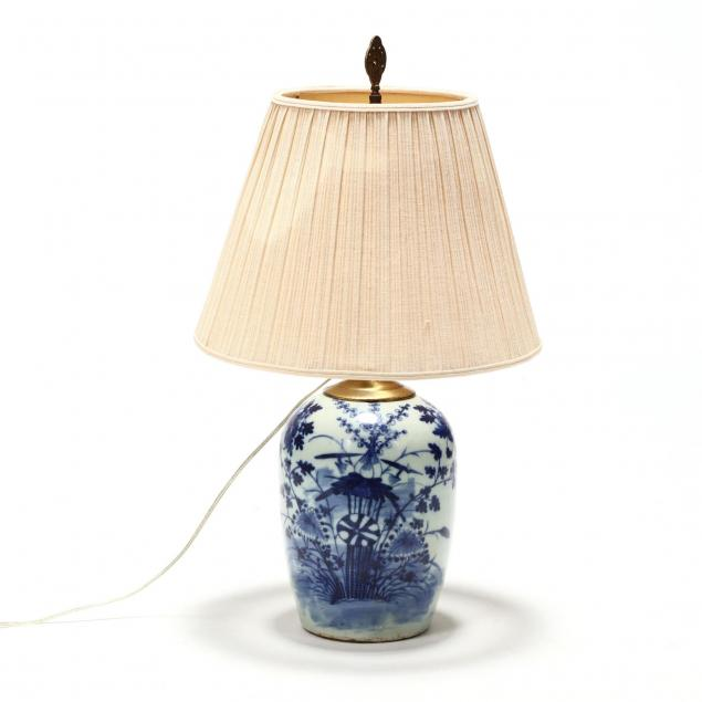 antique-chinese-blue-and-white-porcelain-table-lamp