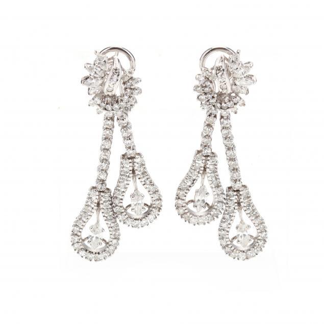 18kt-white-gold-and-diamond-chandelier-earrings