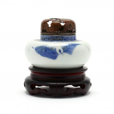 a-small-chinese-porcelain-blue-and-white-incense-burner