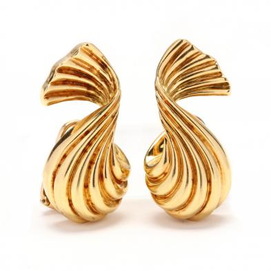 18kt-gold-earrings-judith-leiber