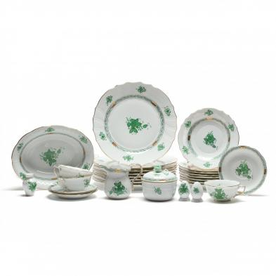 a-selection-of-herend-chinese-green-bouquet-tableware-29