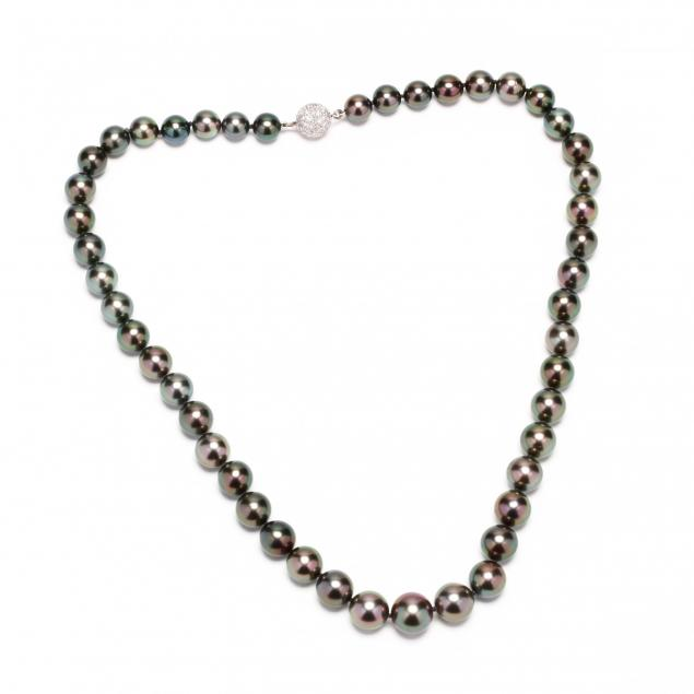 natural-color-cultured-tahitian-pearl-necklace-with-platinum-and-diamond-clasp