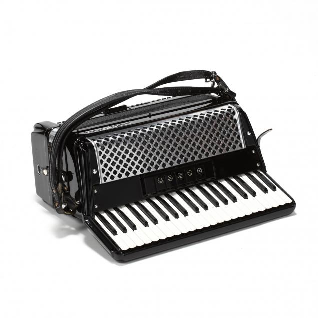 vintage-serenelli-piano-accordian