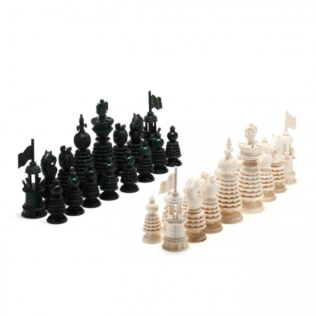 large-hastilow-style-natural-and-green-chess-set
