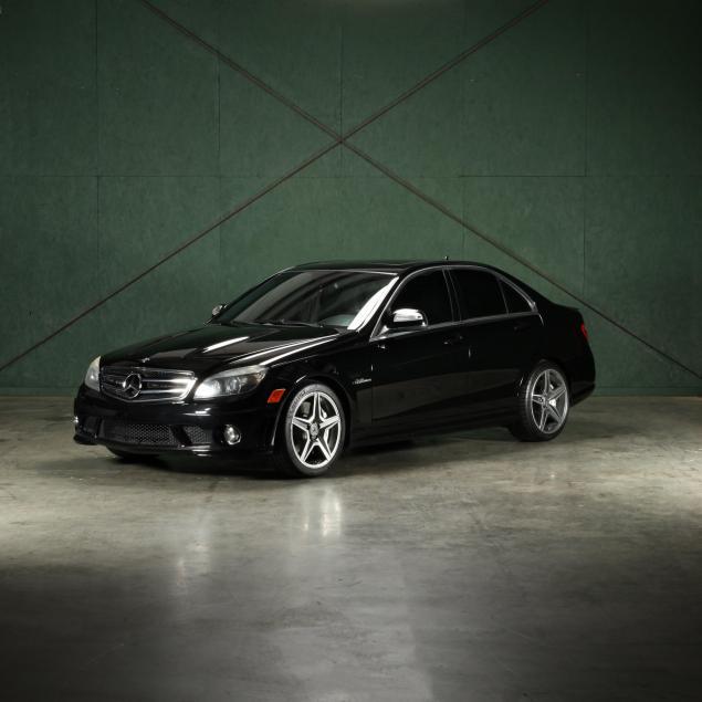 2009-mercedes-benz-c63-amg-high-performance-luxury-sedan