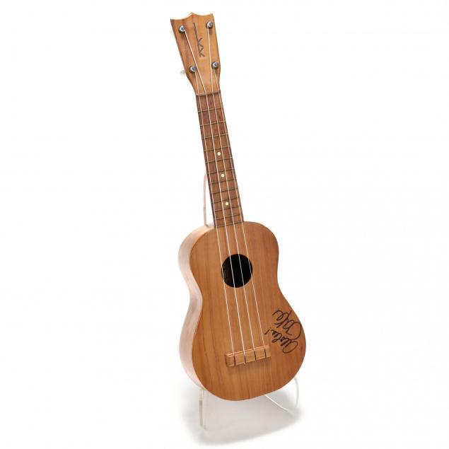vintage-kamaka-hawaiian-ukulele