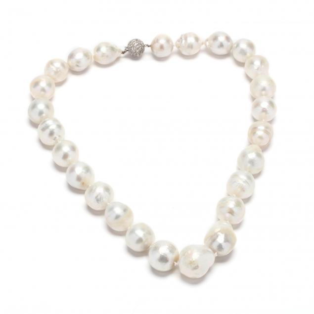 baroque-pearl-necklace-with-18kt-white-gold-and-diamond-clasp