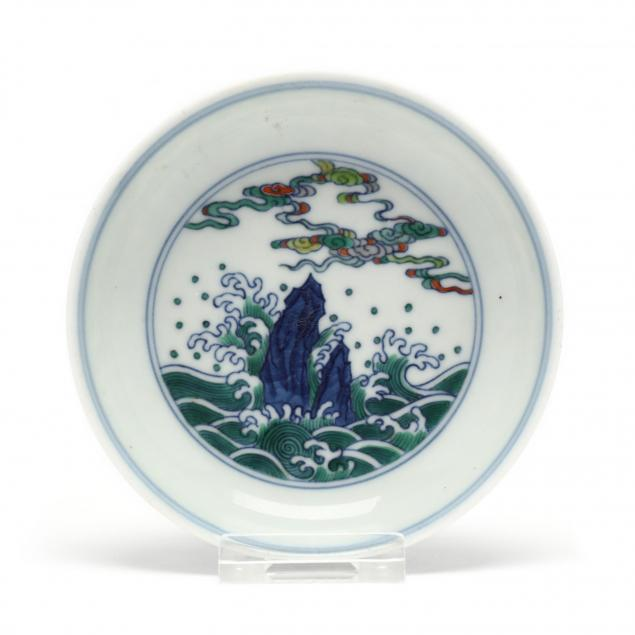 a-chinese-dish-with-mountains-and-waves