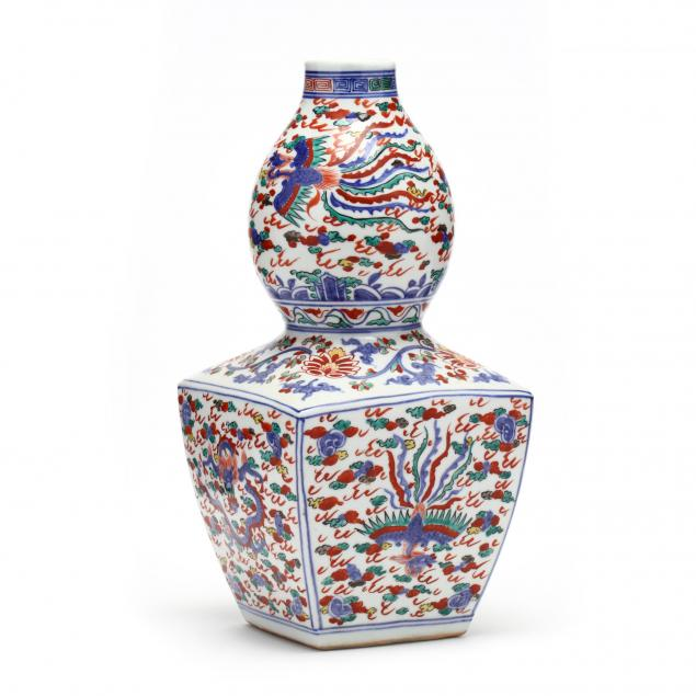 a-chinese-i-wucai-i-porcelain-vase-with-dragon-and-phoenix