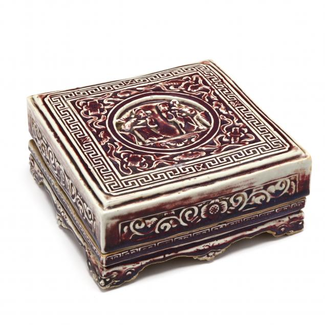 a-lidded-porcelain-presentation-box