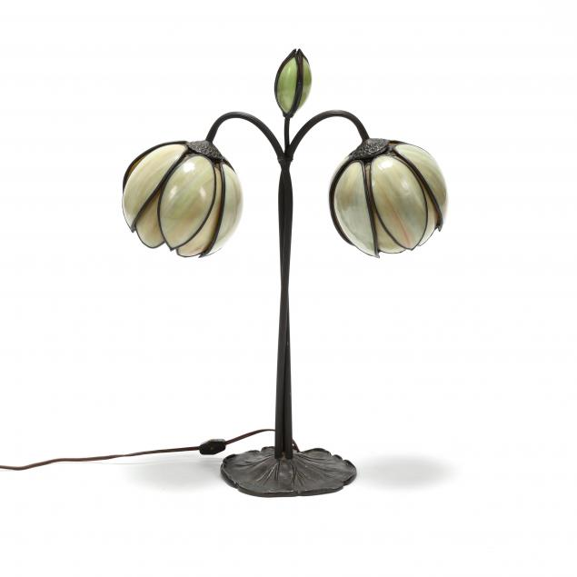 art-nouveau-stained-glass-lily-pad-table-lamp