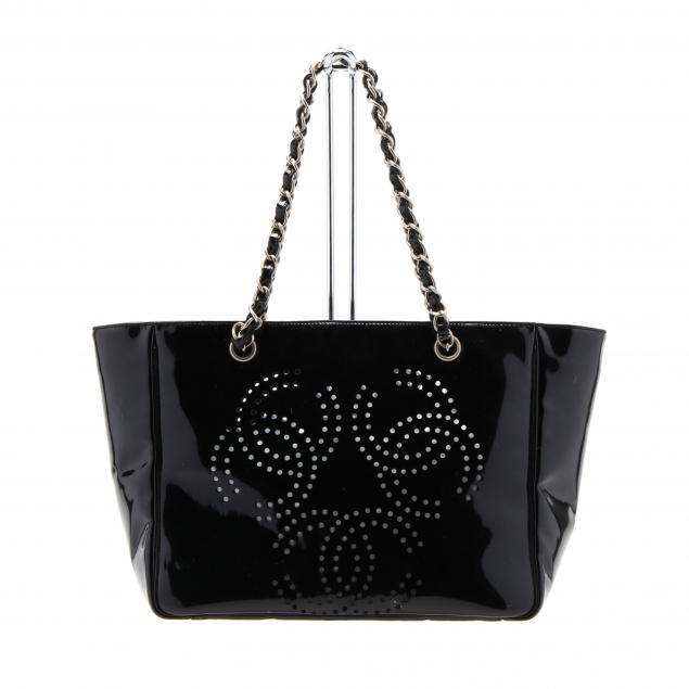 black-patent-leather-camellia-tote-pochette-chanel
