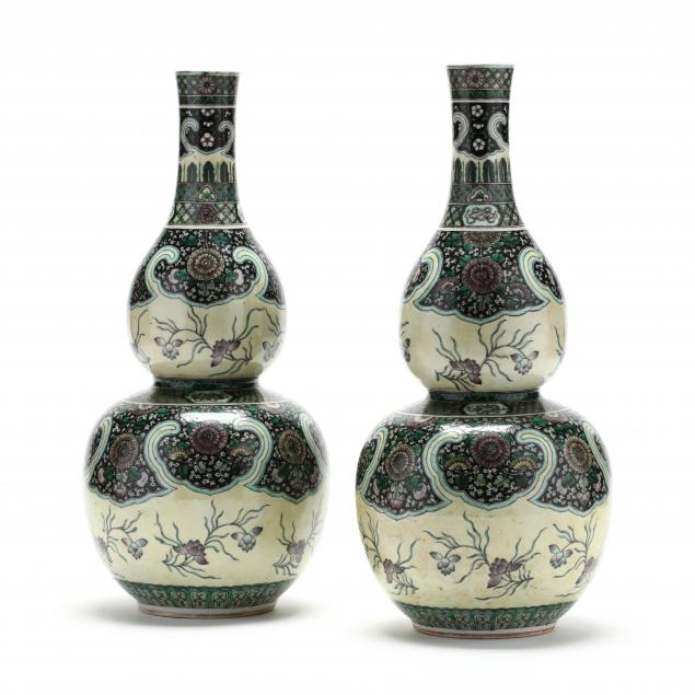 a-pair-of-chinese-porcelain-famille-verte-double-gourd-vases